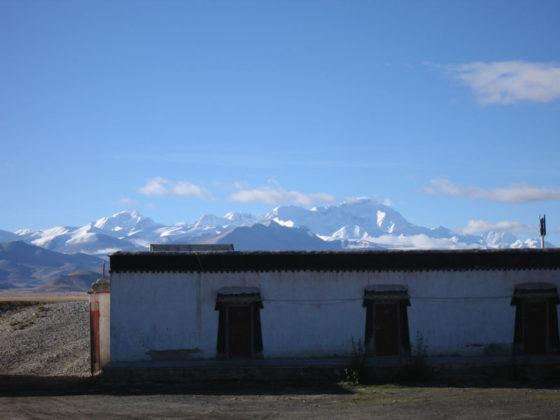 Old Tingri (Cho Oyu i bakgrunden)