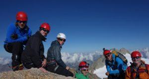 Klätterturister på toppen av Petit Fourche