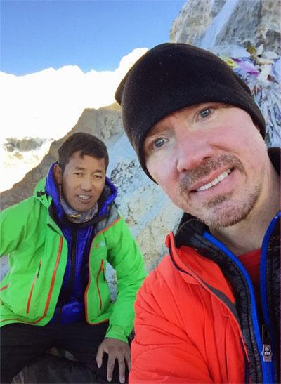 Thundu & jag på toppen av Kala Pathar